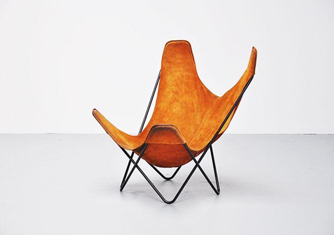 Это изображение имеет пустой атрибут alt; его имя файла - Butterfly-chair-by-Jorge-Hardoy-Ferrari-for-Knoll-1970-.jpg